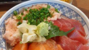 【土日祝も営業あり】磯丸水産のランチはコスパ最強!海鮮丼と生ビールのセットで1,000円ちょっと